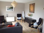 Cosy, west-facing two bed apartment with sea views