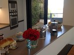 Cuisine et terrasse arrière