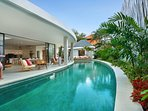 15 meter long curved pool /easy access from the living room