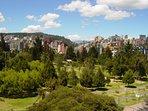 Parque La Carolina a 300 metros, tiene un jardin botánico, vivarium, canchas de todo tipo y laguna.