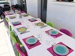Grandes tables en terrasse