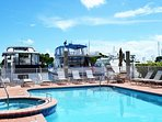 Relax in the pool & jaccuzi with gorgeous intercoastal view!