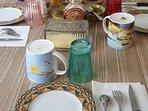la table du petit déjeuner qui est en option