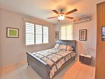 Private bedroom with queen size bed, a/c, ceiling fan..