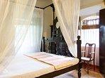 Heritage/Poster bedroom