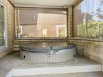 Hot tub with privacy screens
