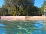 piscina esterna immersa nella natura
