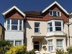 BOWMAN'S RETREAT, first floor apartment, WiFi, beach 5 mins walk, ideal for a