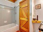 Fern Woods, bathroom with tub
