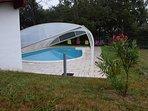 La piscine couverte et sécurisée