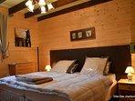 Chambre composé d'un lit de 180 x 190 avec mise à disposition du linge de lit.