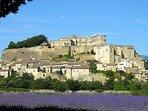 Village et château de Grignan, à 20 mn