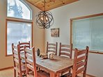 Enjoy delicious home-cooked meals around this lovely 6-person dining table.