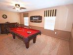 Furniture,Table,Room,Indoors