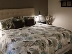 King size bed with high quality and comfy bedding