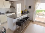 Fully equipped kitchen with granite worktops