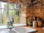 Knoll Cottage has an idyillic country feel