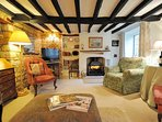 A large yet cosy living room, for all to enjoy!