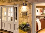 An elegant Cotswold cottage in Naunton
