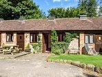 SPINNEY RETREAT, pet friendly, luxury holiday cottage, with a garden in Cardington Near Church Stretton, Ref 1191