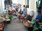 Mercado jueves y Domingos por la mañana en Noia