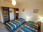 seconde chambre pour les grands !lits en 90 x 210!