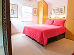 The Blackwattle room has a ensuite shower room, AC, free wifi, cable TV and is serviced daily.