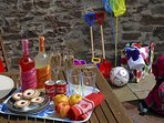 Little Brook Cottage Laugharne - relax with family and friends