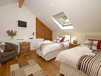 Pendine holiday home sleeps 4 - twin with zip & link beds