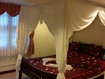 All king size beds in the master apartment are 4 post beds.