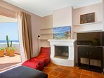 Main bedroom equipped with fireplace, air conditioner and TV with free Netflix access