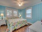 1st Floor Bedroom w/1 King