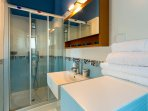 En-suite bathroom with a Hydro-massage shower cabin