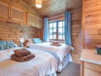 This lodge benefits from a twin bedroom rather than bunk beds found in similar lodges.