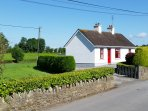 Cosy rural retreat midway between east and west coast. ideal location for touring Ireland.