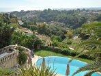 Vue de la piscine et de la terrasse