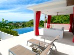 Close to the sea with an Wonderfull sea view and mountain surrounded. Walk to the beach