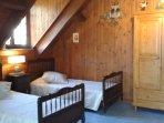 2 lits individuels (confortables) dans le grand salon