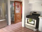 Full access to a kitchen with modern appliances