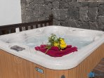 Villa Azure Hot Tub