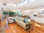 Bright sunny place to relax, close to Cooks River