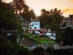 Villa Embil sobre la colina