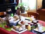 Le petit-déjeuner dans le salon
