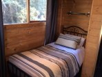 Trappers Lodge single bed
