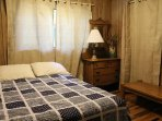 Bed,Bedroom,Furniture,Lamp,Table Lamp