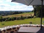Terrasse gite Loupradelou Narnhac Cantal