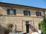 prospetto principale dell'Osteria Sottocasa Tipica trattoria /ristorante adiacente alla casa vacanza