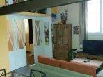 Salón-comedor-cocina planta baja con ventanal al exterior