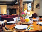 Kerry Ridgeway cottage - dining table