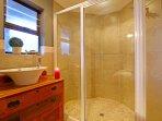 Bathroom (Bed 4)